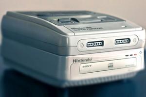 Je zou bijna vergeten dat Sony en Nintendo samenwerkten aan een nieuwe console, door ruzie ontstond de Playstation. Dit was een prototype van de SNES Disc system.